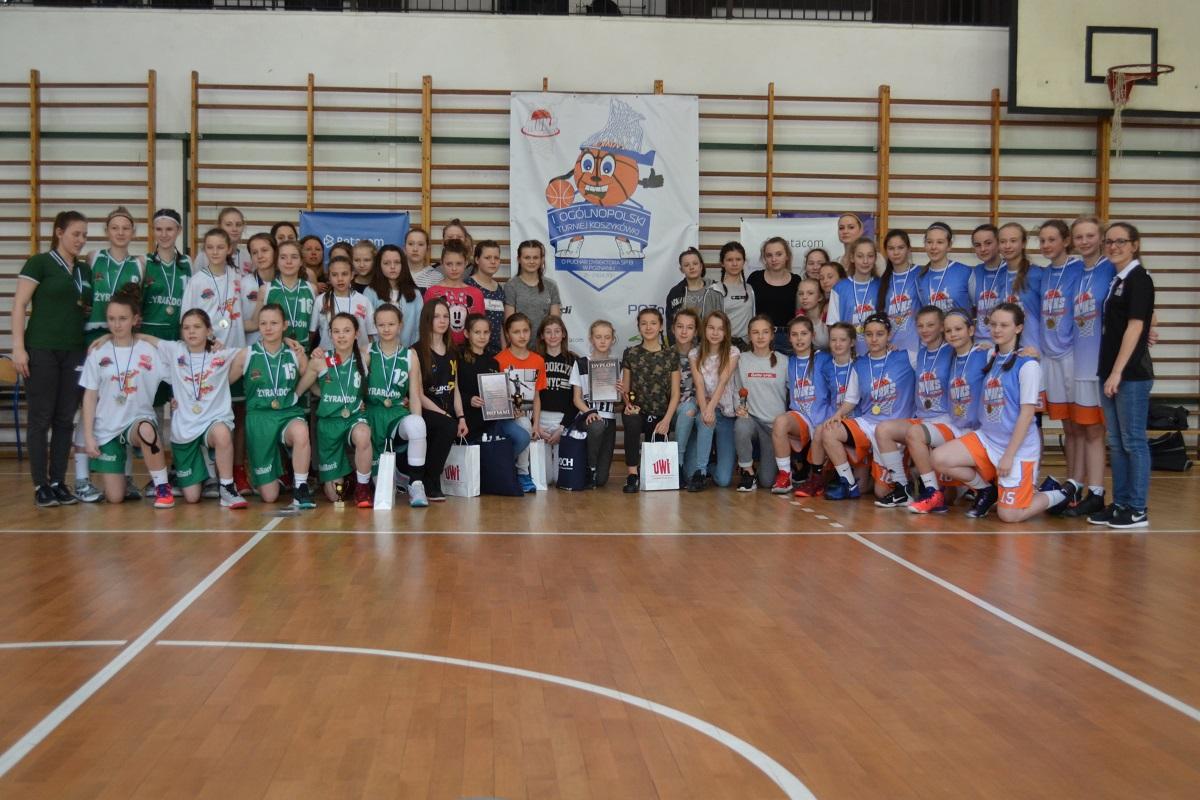 I Ogólnopolski Turniej Koszykówki - wręczenie nagród zwycięskim drużynom