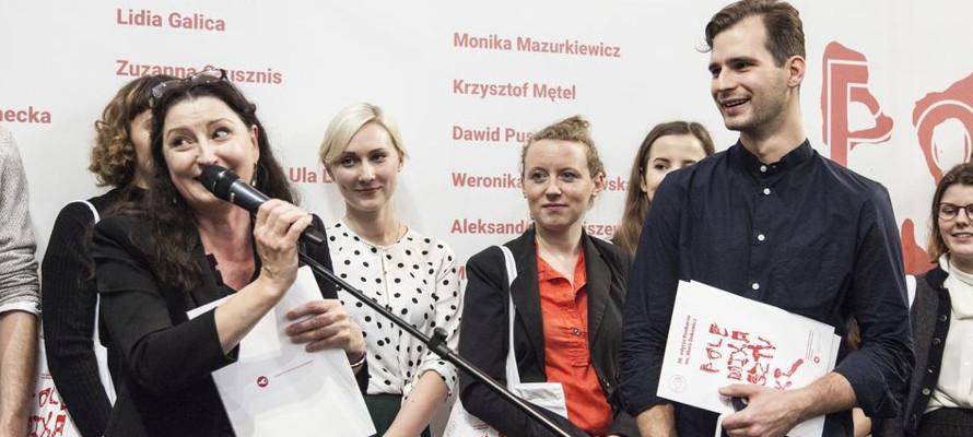 wręczenie nagrody laureatowi konkursu