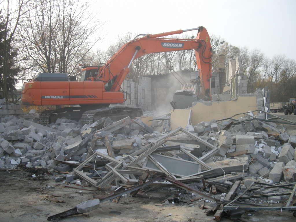 wyburzanie starych budynków