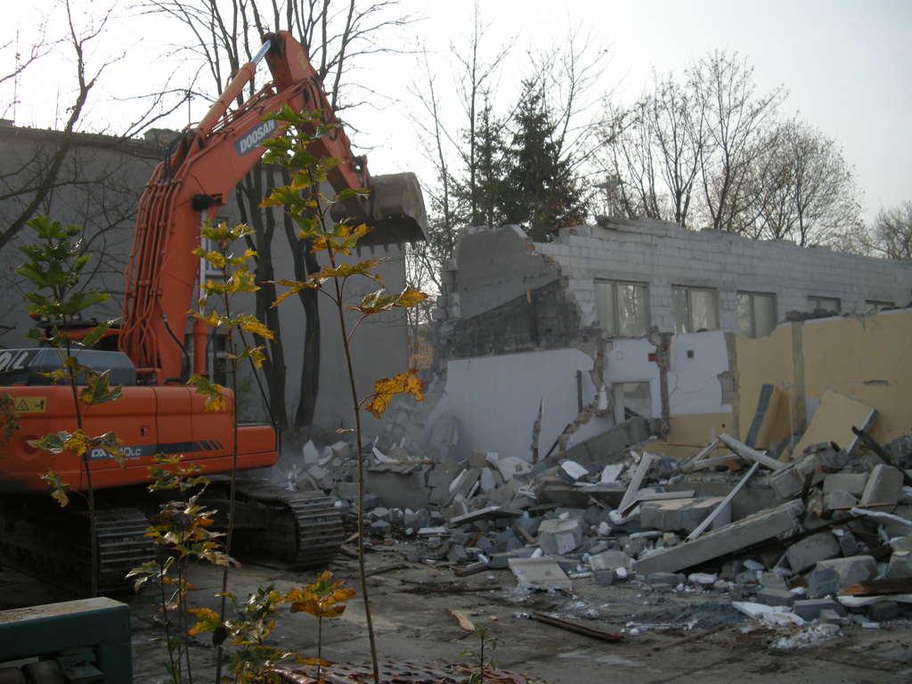 wyburzanie budynku